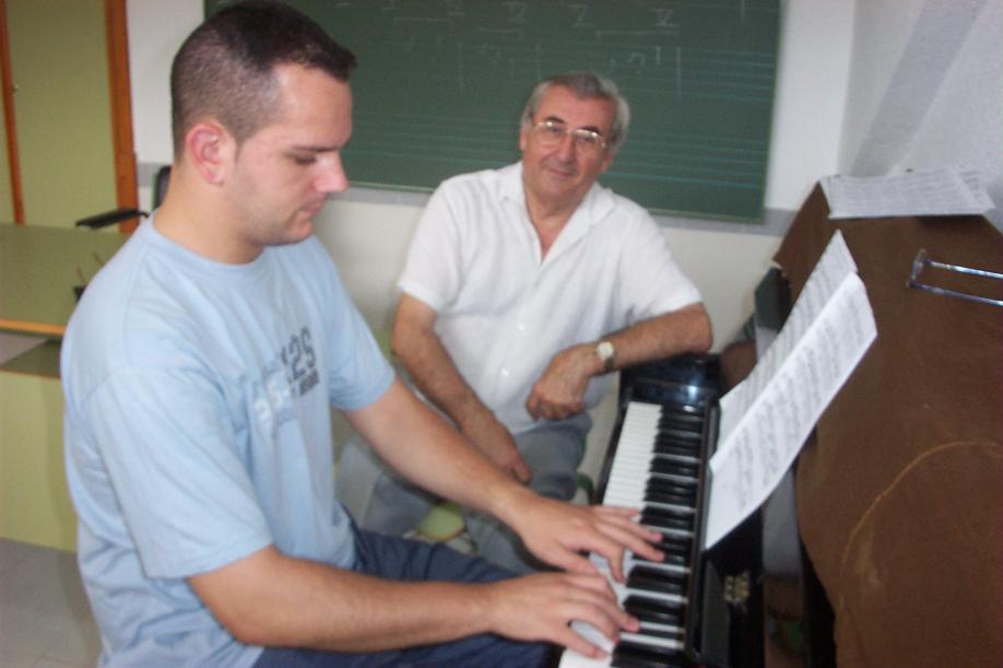 Classes piano conservatori benidorm Luis Compans